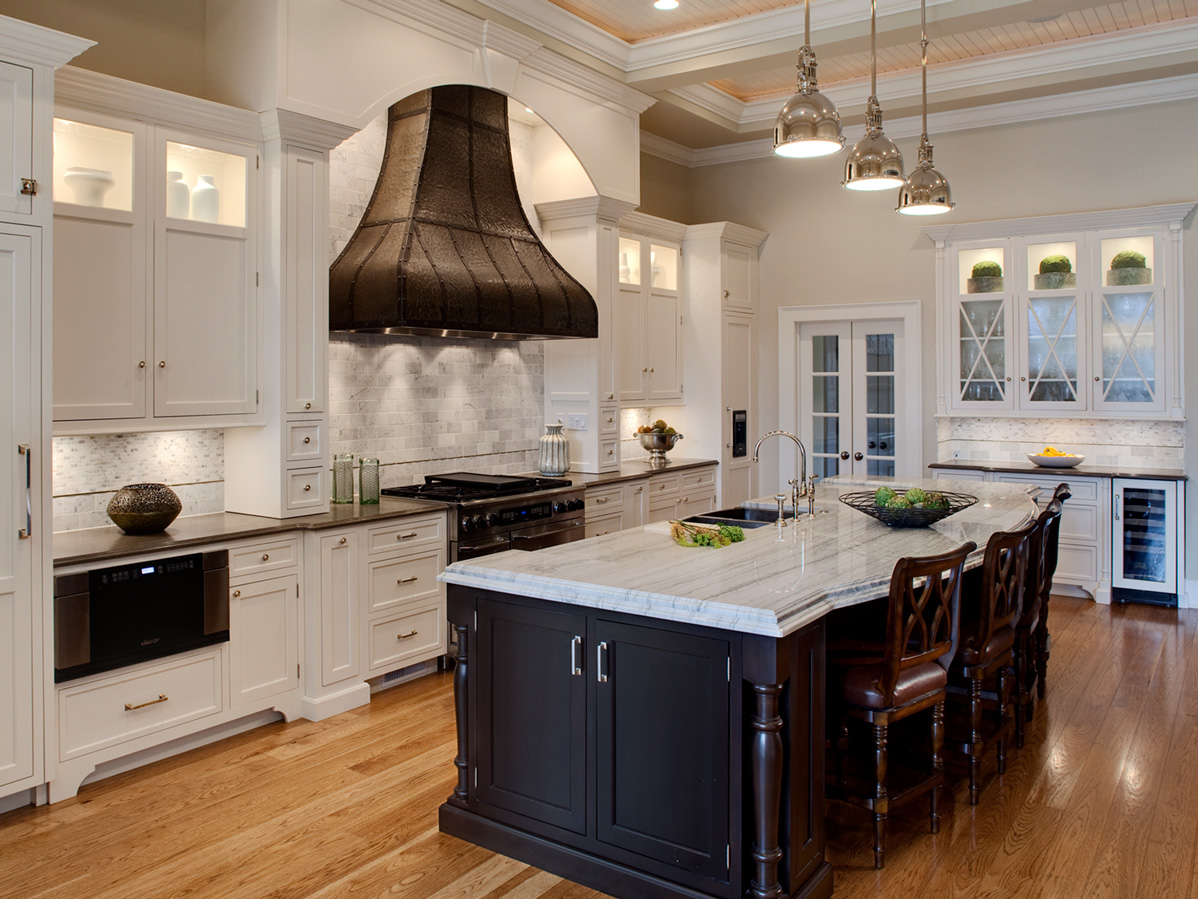 Bronzework-Studio-Drury-Design-Refined-Traditional-Kitchen-4-1198x899-d