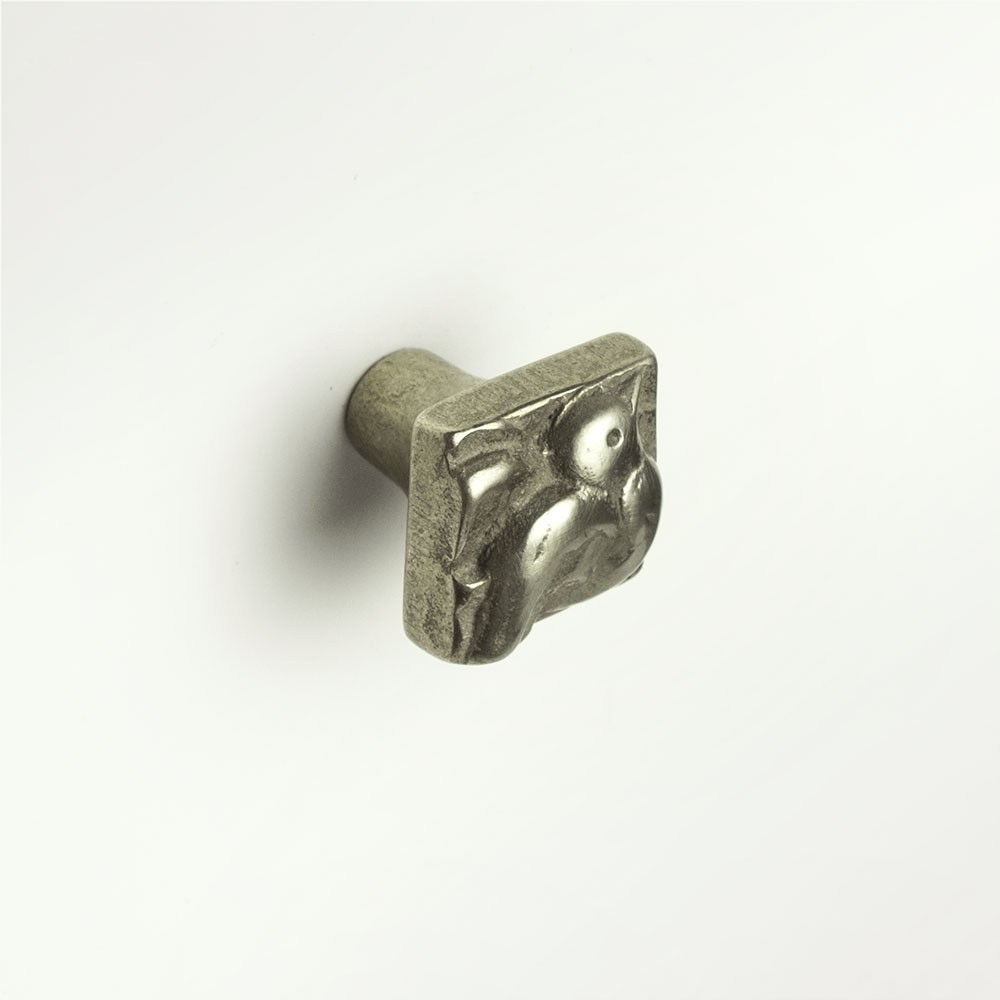 Dove knob 1x1 inch White Bronze