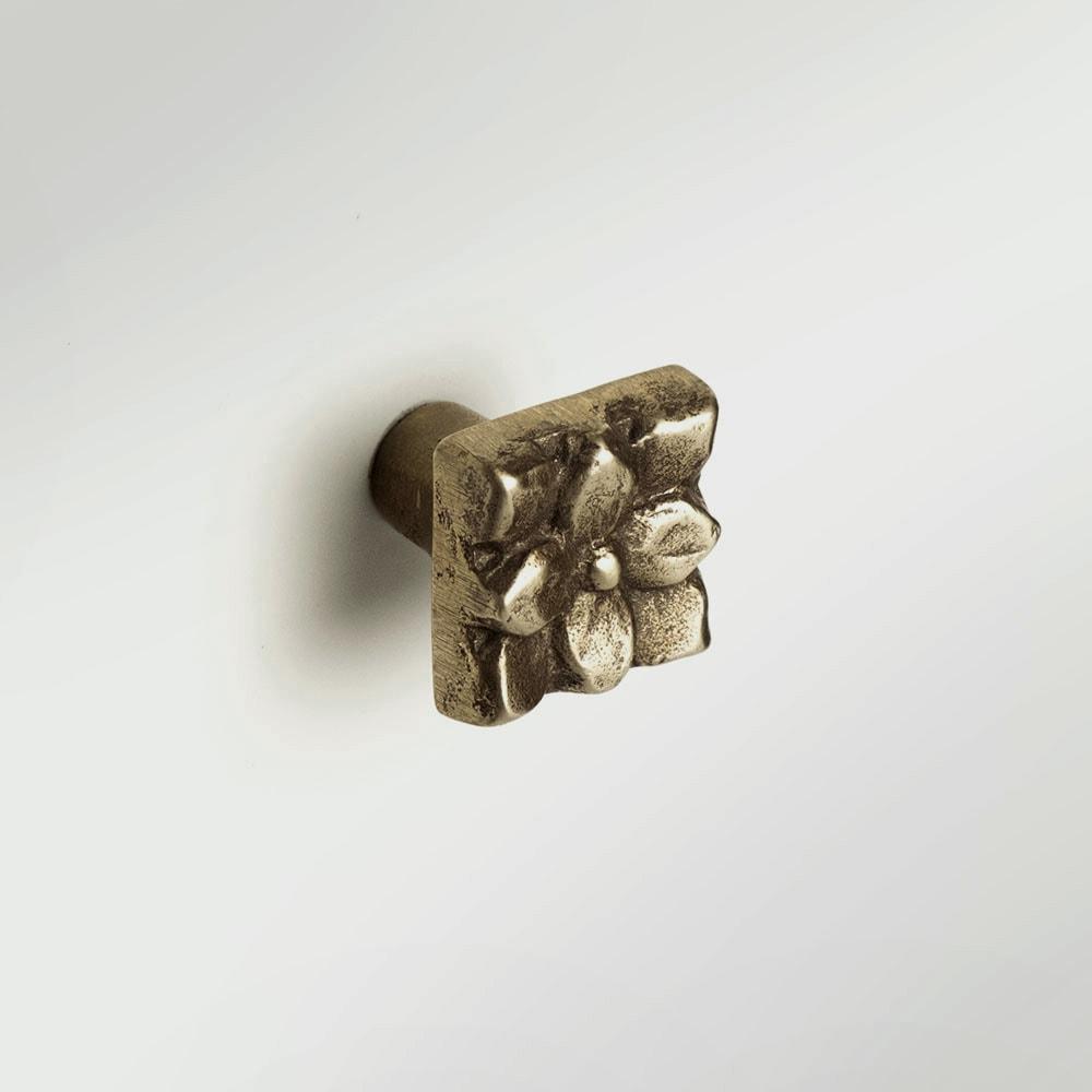 Lotus 1x1 inch knob Traditional Bronze