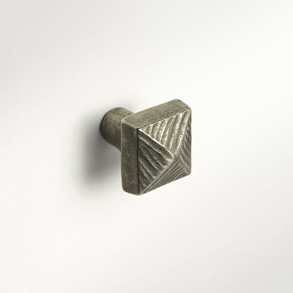 Pyramid knob 1x1 inch Traditional Bronze